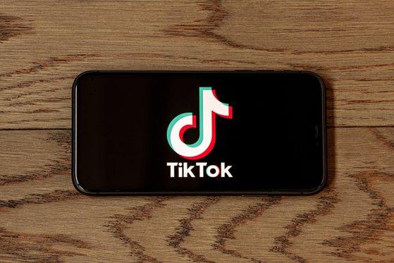 O fetiţă de 10 ani a murit din cauza unei provocări lansate pe TikTok