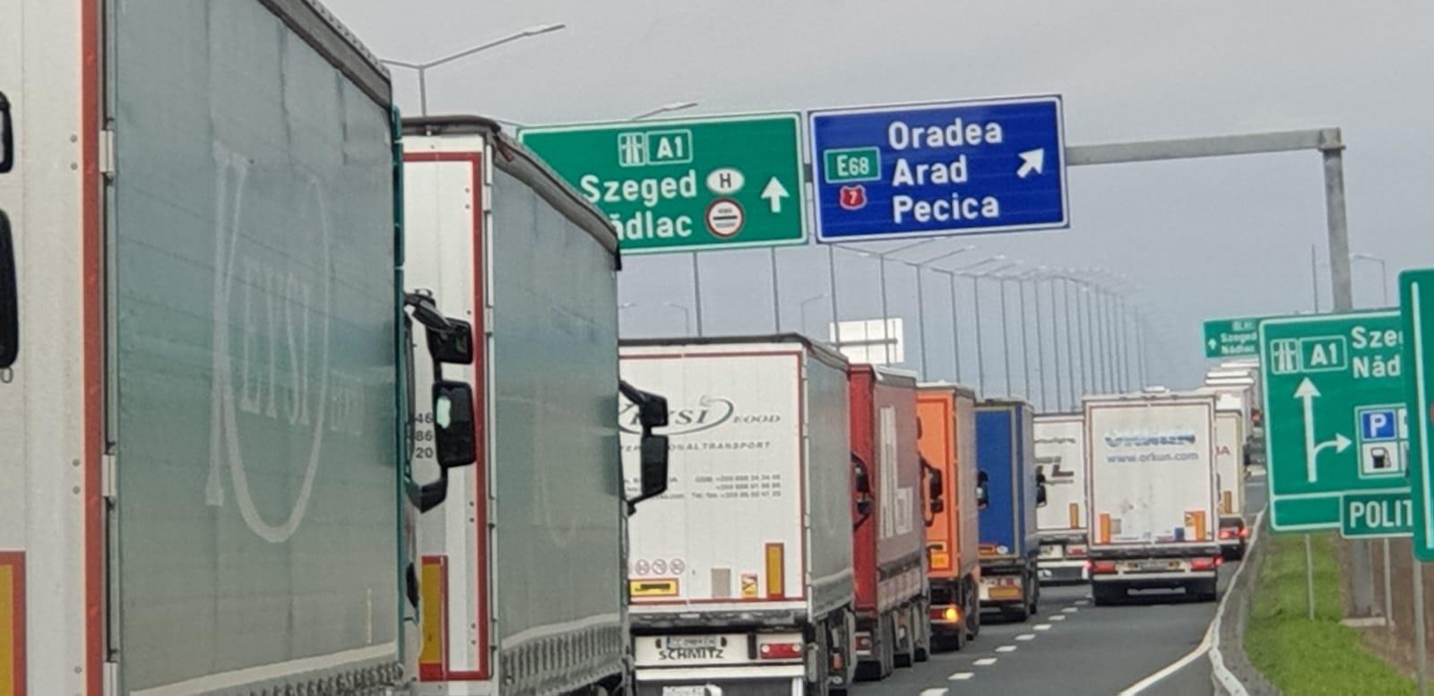 S-a bătut recordul la coada de camioane pe autostradă FOTO: V.O.