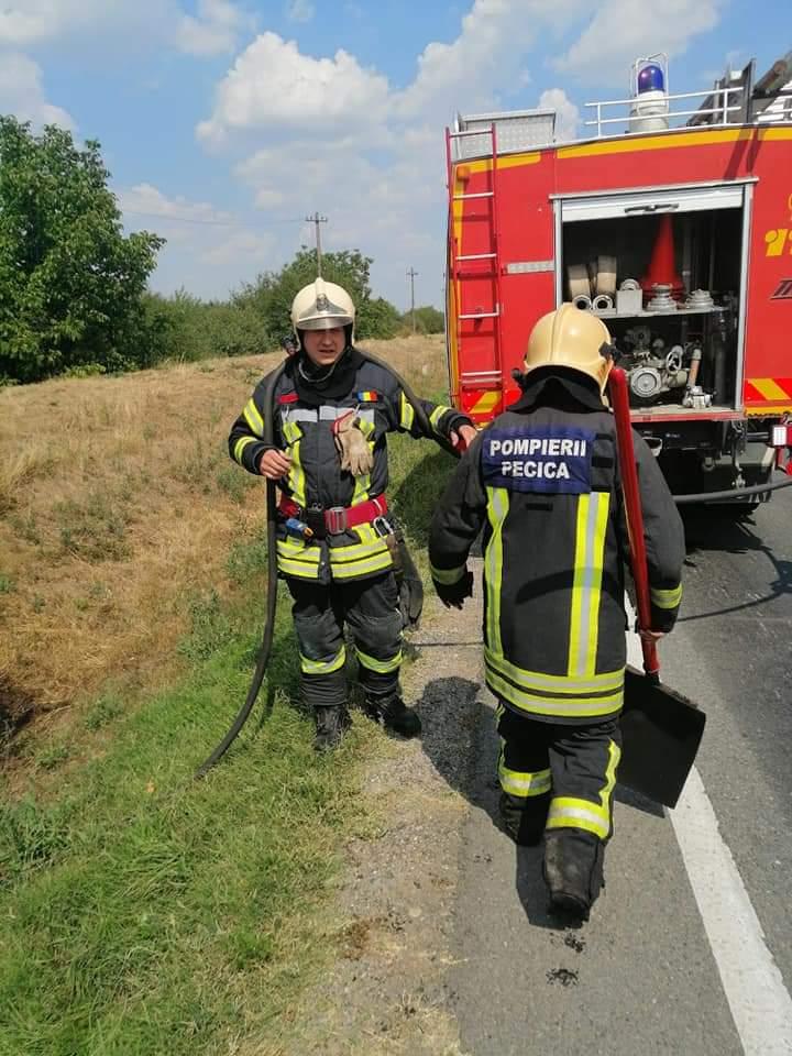 Pompierii arădeni au stins 55 de incendii în două săptămâni FOTO: ISU Arad