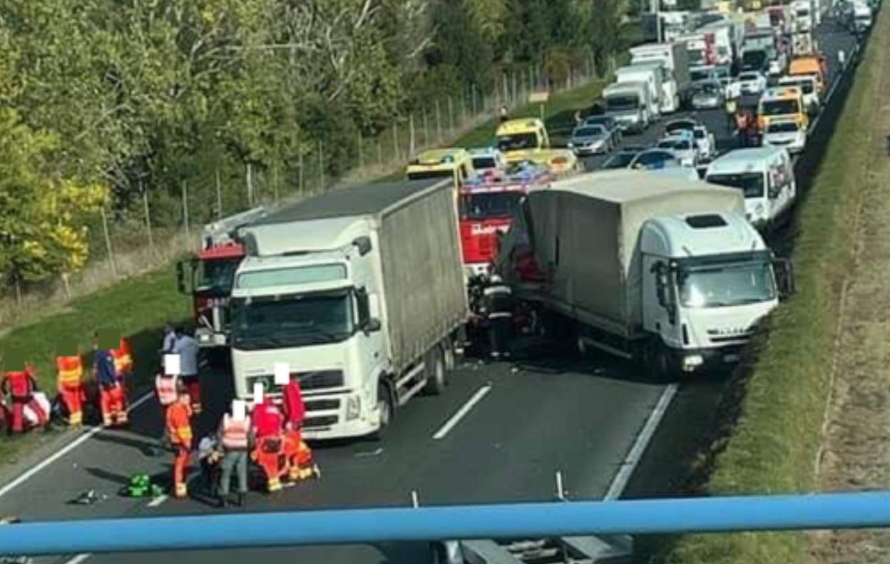 Cinci morți pe M1 în apropiere de Győr. Un microbuz din România, implicat în accident